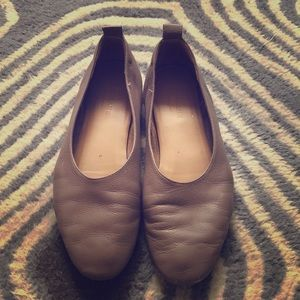 """Everlane """"The Day Glove"""" flats Tan Color in size 7"""